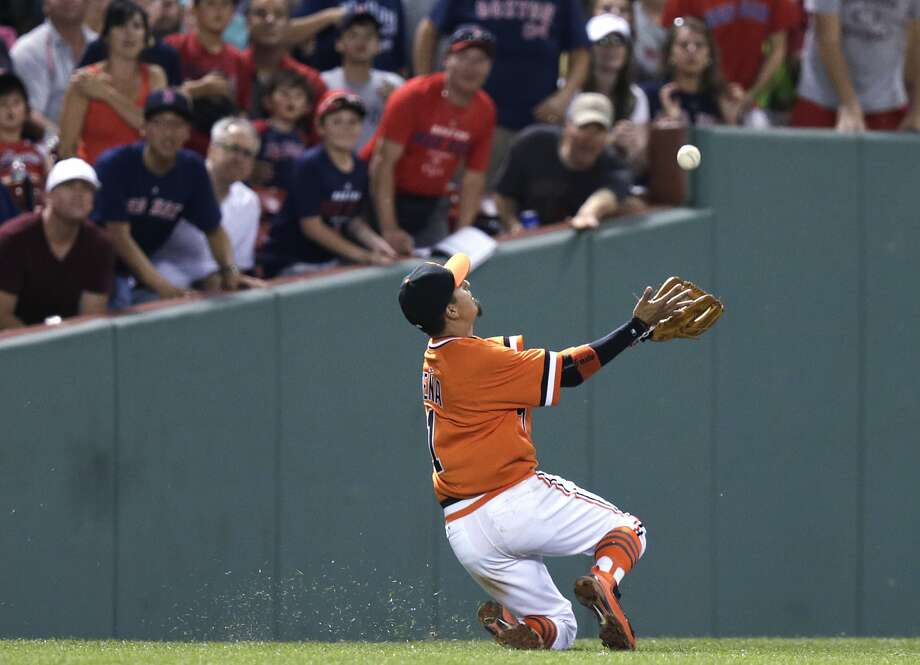 Ramiro Pena makes a sliding over-the-shoulder catch in short left field to rob Travis Shaw and end the fourth inning. Photo: Charles Krupa, Associated Press