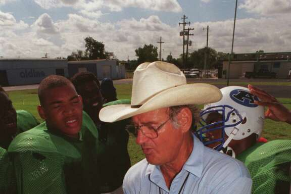 Aldine coach Bill Smith, who is going for his 200th coaching victory on Friday, concludes his team's  practice, Monday (9/6/99), with a joined hands pep talk. Photo by Steve Ueckert / Chronicle   HOUCHRON CAPTION (09/07/1999):  Aldine coach Bill Smith tried to maintain a business-as-usual approach at practice Monday.