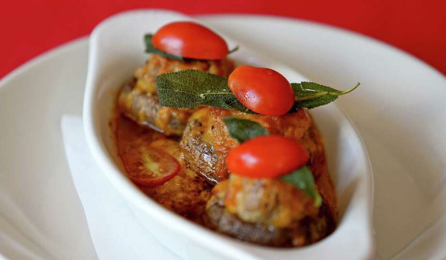 The flavor of bay leaves elevate the sausage, bread crumbs and cheese in the stuffed champiñones. Photo: Edward A. Ornelas /San Antonio Express-News / © 2016 San Antonio Express-News