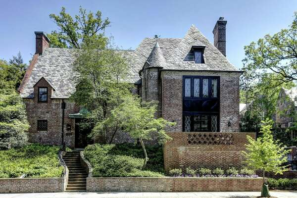 When the Obamas leave the White House next year, they'll begin leasing this 8,200-square-foot house in the Kalorma neighborhood of Washington D.C.
