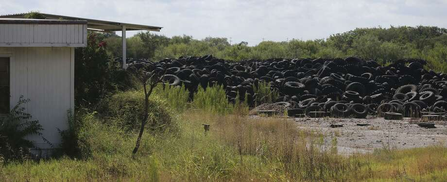 This tire dump on Applewhite Road on the South Side was a potential hazard before efforts began to clean it up. Photo: John Davenport /San Antonio Express-News / ©San Antonio Express-News/John Davenport