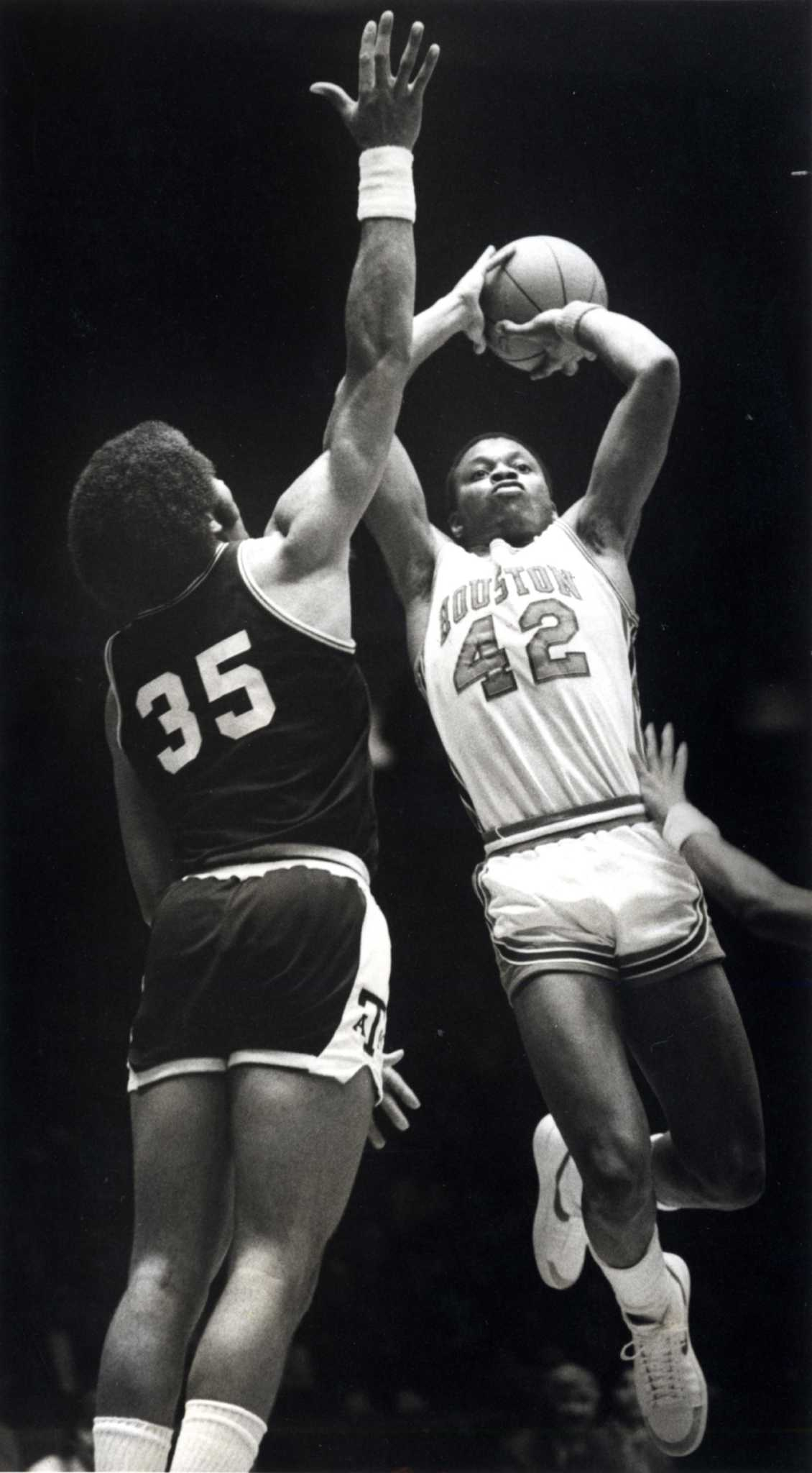 b86a49dc1d5 Phi Slama Jama dunks its way into Houston s history - Houston Chronicle