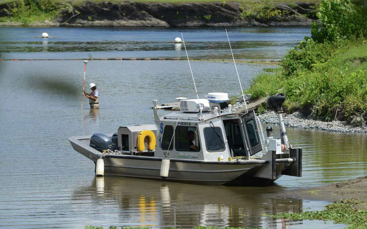 River sediment levels are monitored during dredging operations on General Electric?'s ongoing PCB remediation in the upper Hudson River near Lock 2 just south of Mechanicville Thursday afternoon, Aug. 20, 2015, in Halfmoon, N.Y. (Will Waldron/Times Union archive)