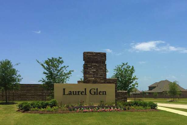 To develop the Laurel Glen community, Hines partnered with four builders: Chesmar Homes, Highland Homes, Princeton Classic Homes and Shea Homes.