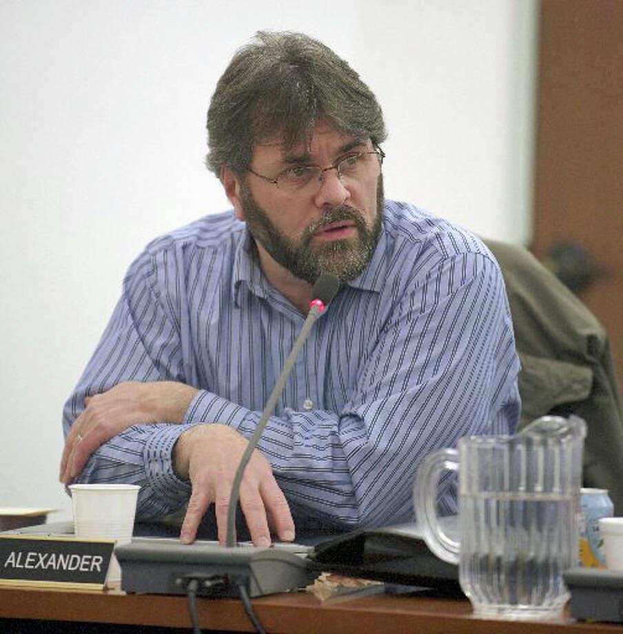 Newtown school board President Keith Alexander Photo: / H John Voorhees III