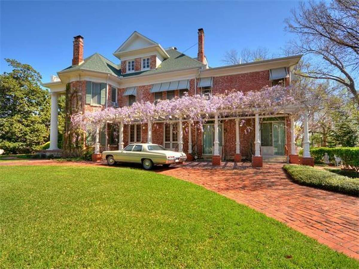 Historic Round Rock mansion listed at $2,500,000.