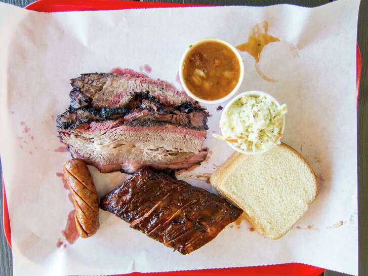 A good rub for the brisket helps make Ray's BBQ in Los Angeles' Huntington Park a bright spot.