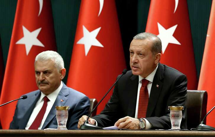 Turkish President Recep Tayyip Erdogan (r) delivers a speech during a press conference at the Presidential Complex in Ankara on Friday, flanked by Turkish Prime Minister Binali Yildirim. (AFP / Getty Images)