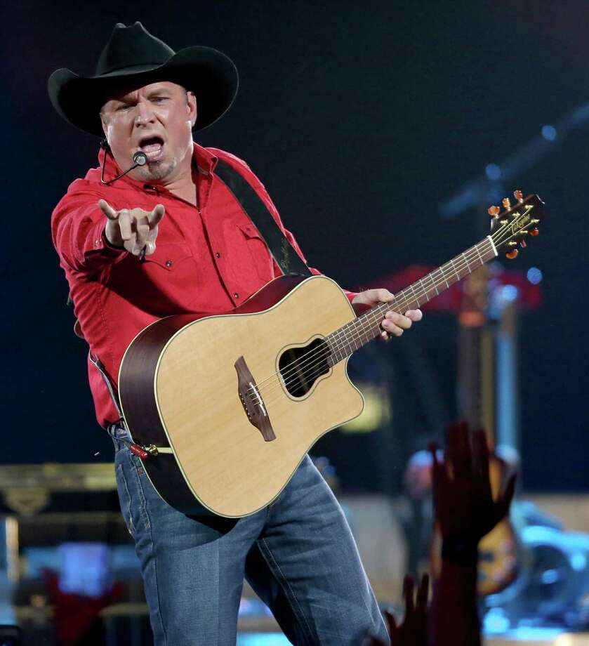 Garth Brooks performs Friday July 22, 2016 at AT&T Center. Photo: Edward A. Ornelas, San Antonio Express-News / © 2016 San Antonio Express-News