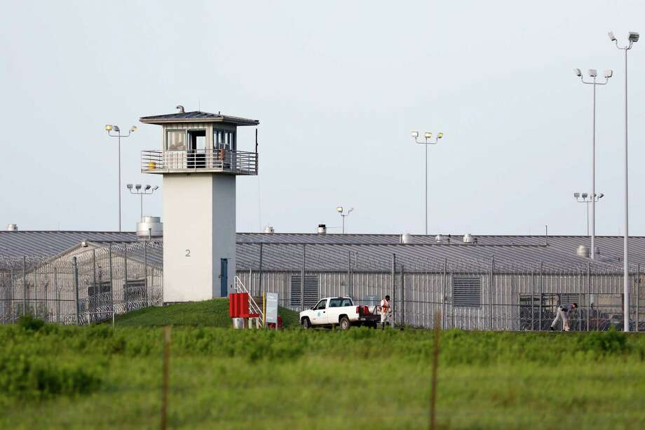 Two cases of mumps have shuttered visiting rooms at two Texas prisons. Photo: Rose Baca, MBR / The Dallas Morning News