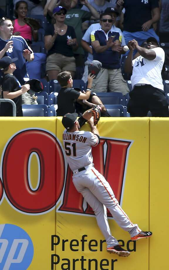 Mac Williamson leaps in vein trying to catch Carlos Beltran's first-inning homer off Jeff Samardzija. Photo: Seth Wenig, Associated Press