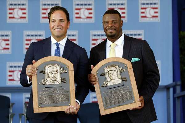 National Baseball Hall of Fame inductees Mike Piazza, left, and Ken Griffey Jr. hold their plaques after an induction ceremony at the Clark Sports Center on Sunday, July 24, 2016, in Cooperstown, N.Y. (AP Photo/Mike Groll) ORG XMIT: NYMG108