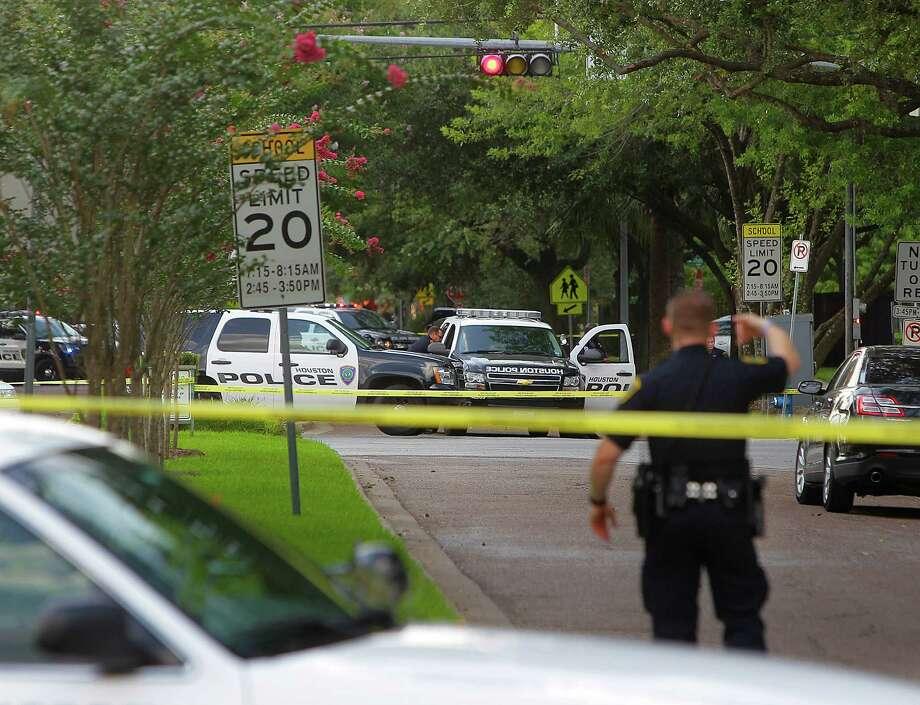Police respond to an officer-involved shooting near University of St. Thomas in July 2016. Photo: Mark Mulligan, Houston Chronicle / © 2016 Houston Chronicle
