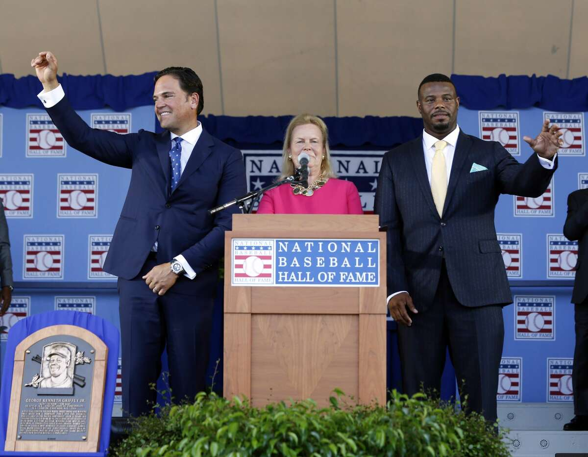 National Baseball Hall of Fame inductees Mike Piazza, left, and Ken Griffey Jr. stand with hall Chairman Jane Forbes Clark at the conclusion of the induction ceremony at Clark Sports Center on Sunday, July 24, 2016, in Cooperstown, N.Y. (AP Photo/Mike Groll)
