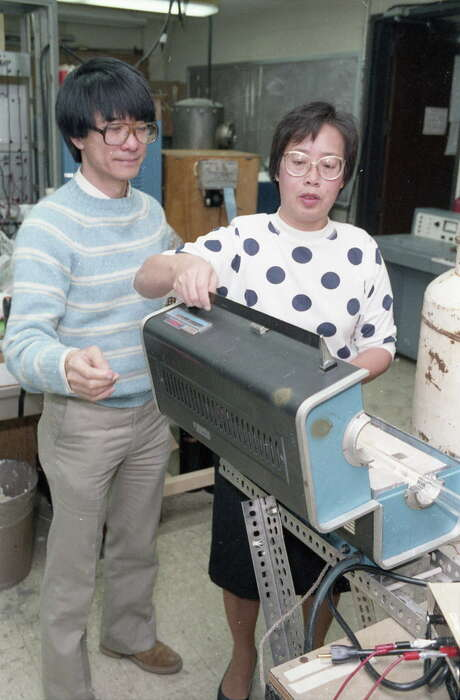 01/02/1987 - UH physics professor Paul Chu and associate Ruling Meng work on creating a material that becomes a superconductor at a temperature far higher than any known previously. Photo: E. Joseph Deering, HC Staff / Houston Chronicle