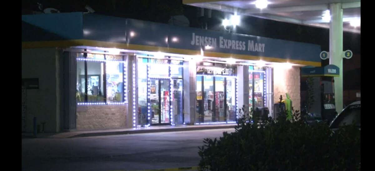 A man died in an apparent shooting about 10 p.m. Sunday, July 24, 2016, outside a Valero gas station at 8817 Jensen in northeast Houston. (Metro Video)