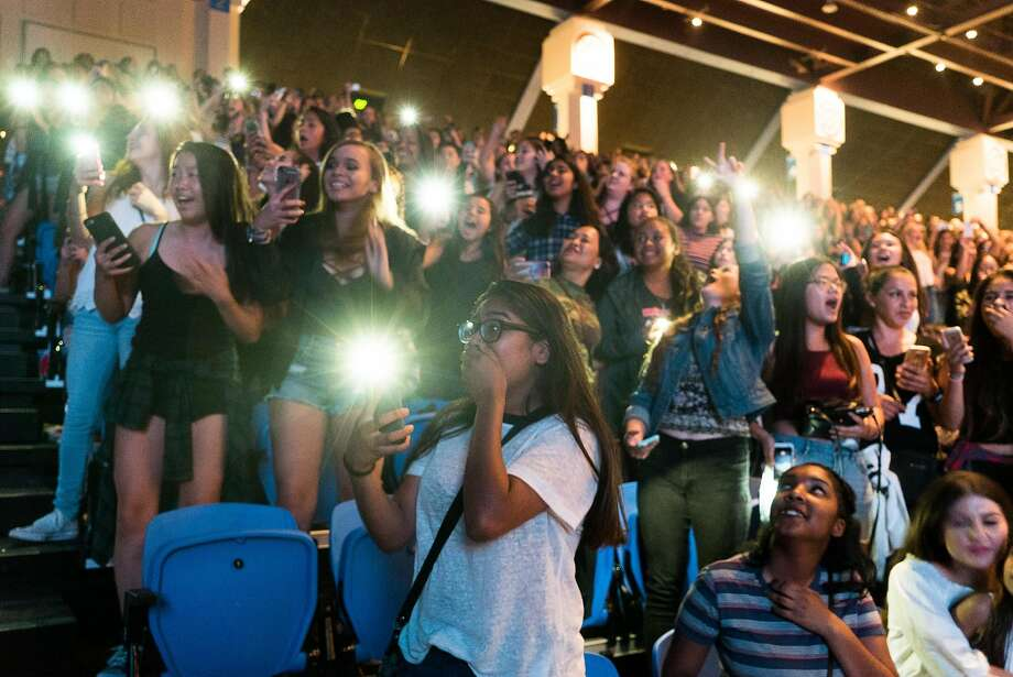Young fans go crazy as the 17-year-old Canadian pop singer takes the stage in San Jose. Photo: James Tensuan, Special To The Chronicle
