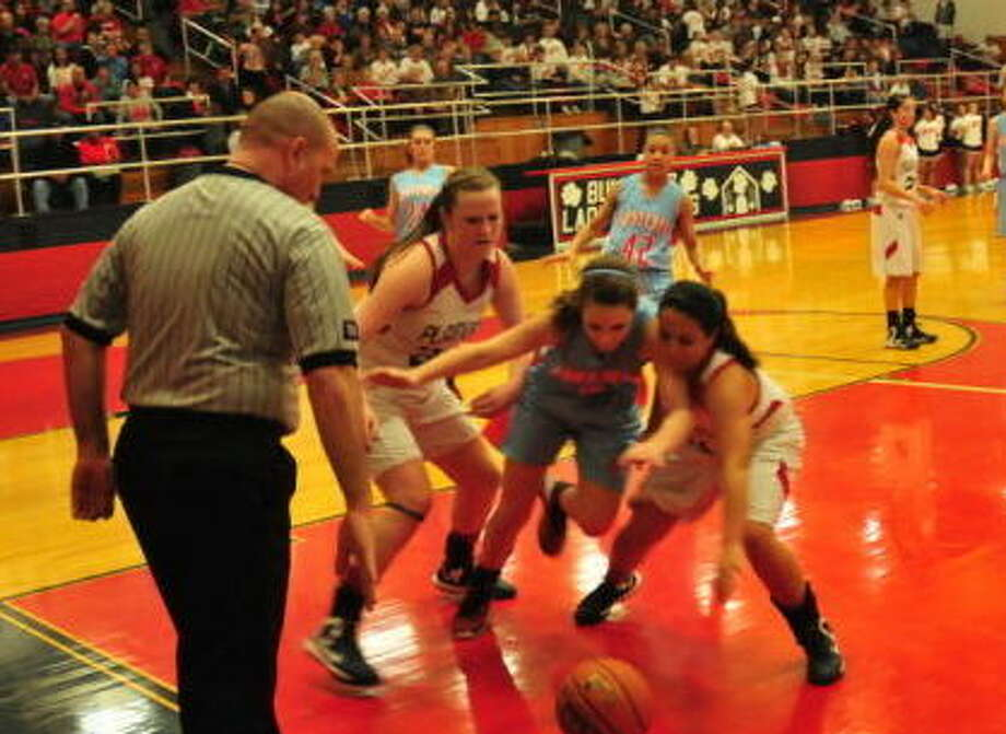 Lady Dogs Bailey Davis left and Stacey De La Garza go for a loose ball during Friday night's game against the Monterey Lady Plainsmen. Photo: Homer Marquez/Plainview Herald
