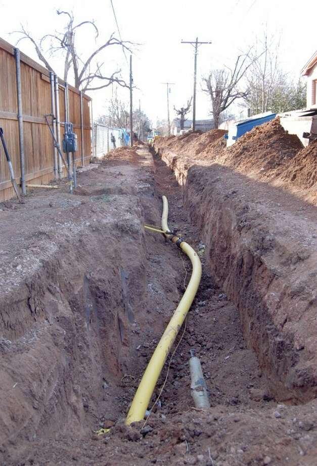 Doug McDonough/Plainview HeraldFor Atmos Energy, it's out with the old and in with the new. Local Atmos crews, assisted by employees from Hereford and Littlefield, are in Phase 2 of a five-year project to replace unprotected steel pipe used as service mains with non-corrosive poly pipe. According to local Atmos Manager V.O. Ortega, the current project phase will involve replace all main service lines and meters in the area bounded by Sixth and Eleventh streets and Galveston and Quincy. This scene, taking late last week, is from the alley between the 800 block of Oakland and Portland. As part of its ongoing replacement program, Atmos crews replaced about 15,000 feet of steel pipe in Plainview last year and anticipate another 25,000 feet of pipe this year. It's a proactive program, Ortega explained, to provide a safe and reliable gas distribution system for Plainview while updating the company's local facilities.