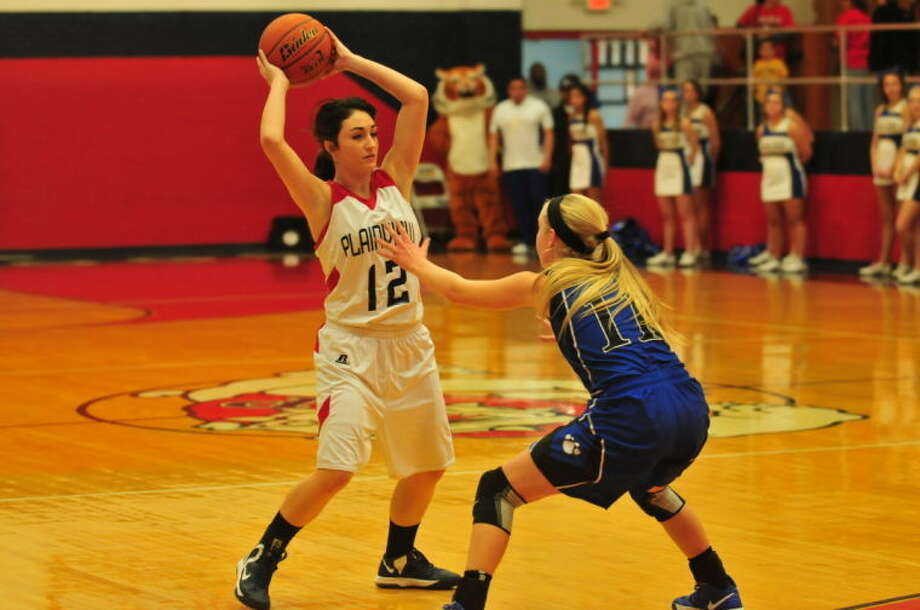 Lady Dog Carley Hardage zeroes in on a opening during Plainview's win against Frenship. Photo: Homer Marquez/Plainview Herald