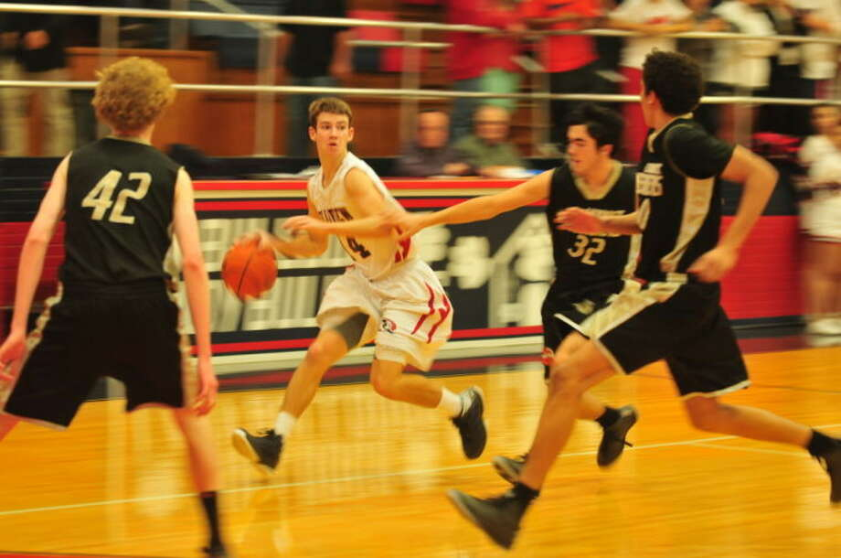 Bulldogs Wes McCutcheon races past a Lubbock High defender. Photo: Homer Marquez/Plainview Herald