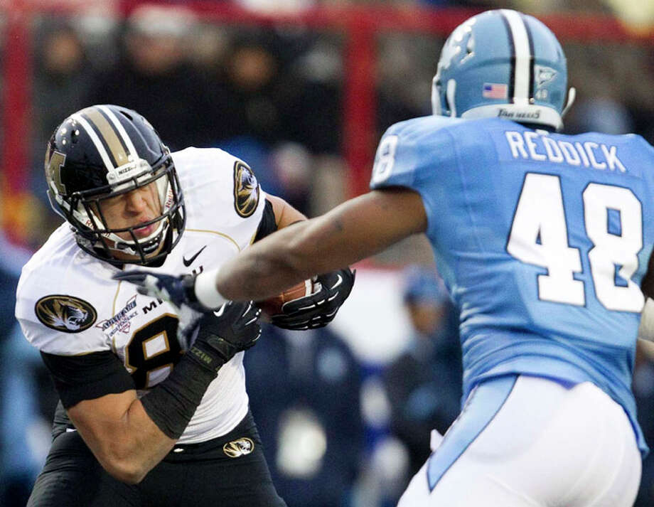 Missouri Tigers tight end Michael Egnew (82) looks to slip past North Carolina Tar Heels linebacker Kevin Reddick (48) during the first half at the Independence Bowl in Shreveport, La. Photo:  (Shane Keyser/Kansas City Star/MCT) / Kansas City Star