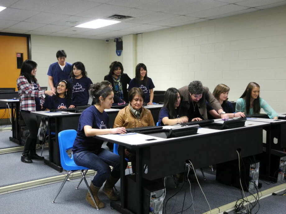 Members of the Junior Literacy Council recently met at Coronado Junior High. The high school sophomores, juniors and seniors will tutor adults in computer literacy classes beginning March 7. New student Elena Garcia is at front-left with tutor Suzy Vega. Coronado interim Principal Kim Buchanan is at front-center. Photo: Gail M. Williams   Plainview Herald
