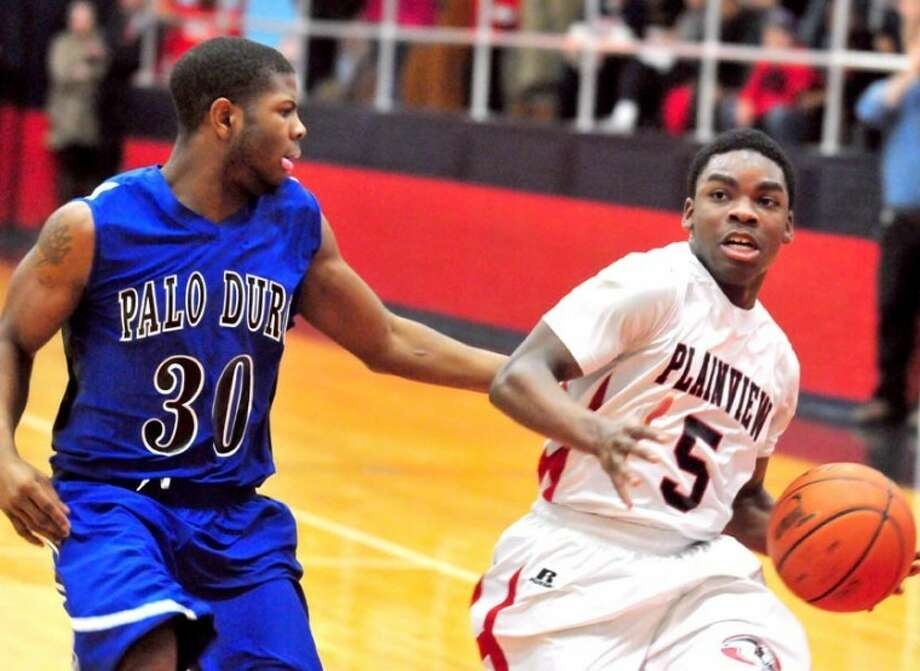Quaveien Thomas dribbles down the lane in a recent game at the DogHouse, where on Tuesday the Bulldogs host No. 5 Frenship in their final home game of the season. Photo: Ryan Thurman/Plainview Herald