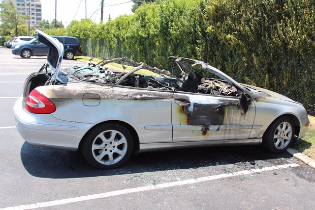 Mercedes benz convertible destroyed in fire at san antonio for Mercedes benz san antonio service