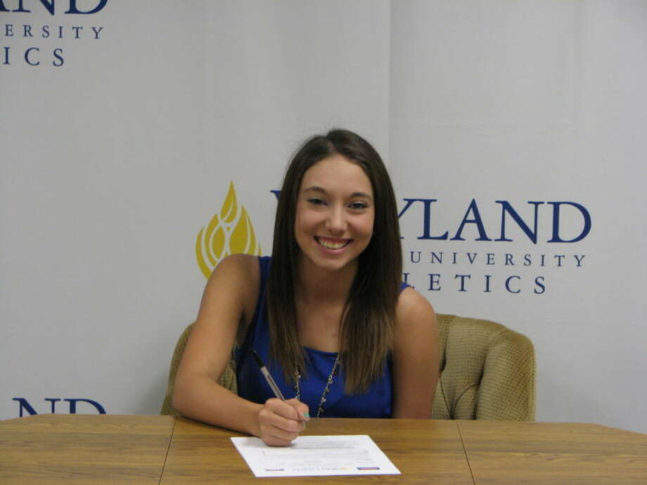 Hali Escobedo of Amarillo High School signs a letter of intent to play golf for Wayland Baptist University Photo: Calvin Bass/Wayland Baptist University