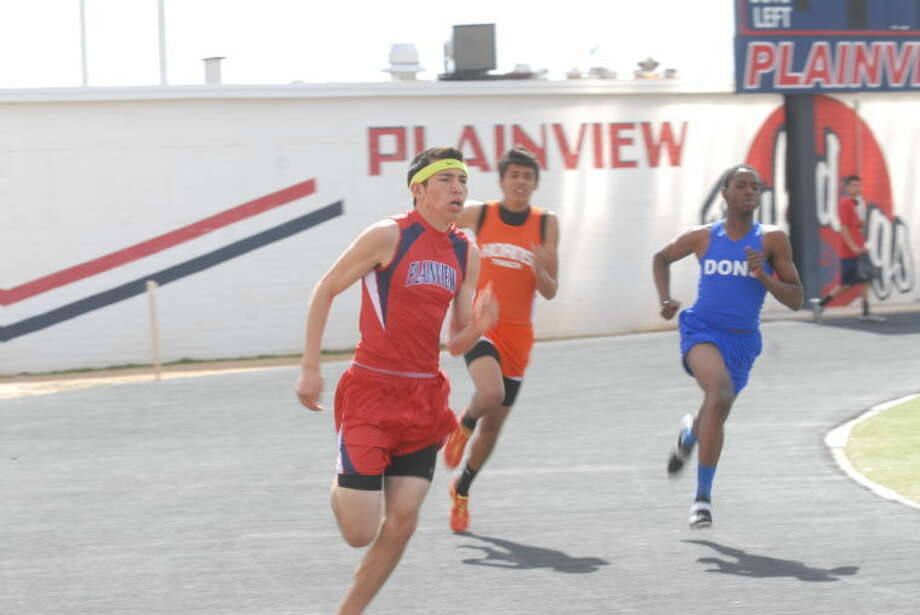 Plainview's Avery Nunez burns the track at the recent Reagor-Dykes Bulldog Relays. Photo: Homer Marquez/Plainview Herald