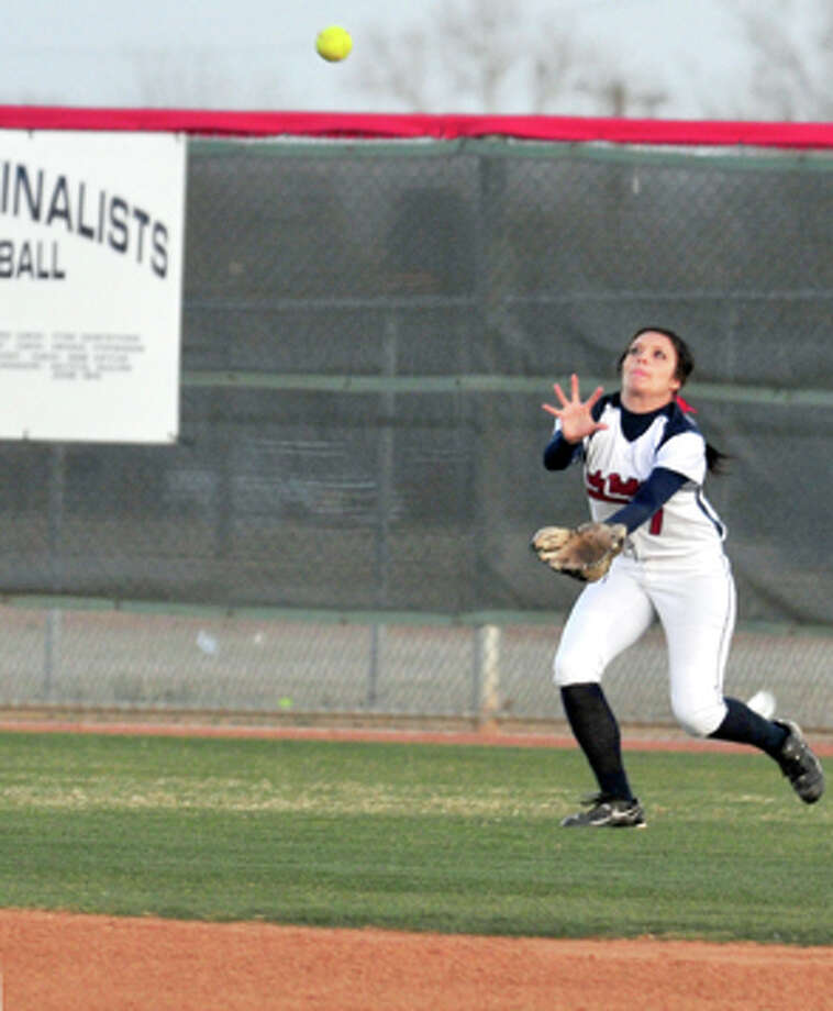 Plainview right fielder Alyssa Garcia zeroes in on a catch during a recent game at Lady Bulldog Park, where Plainview hosts Here-ford at 6:30 p.m. today. Photo: Kevin Lewis/Plainview Herald