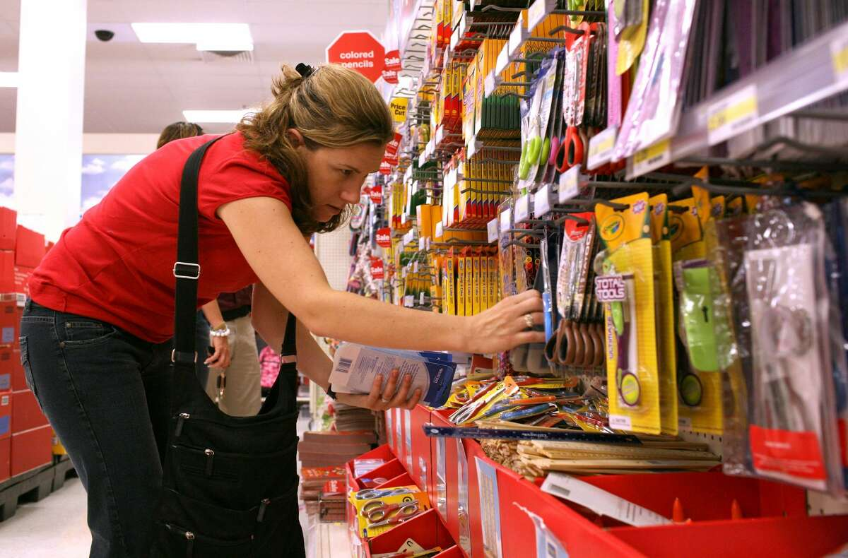 In July 2019, Target will offer a 15% discount on school supplies and men's and women's clothing.