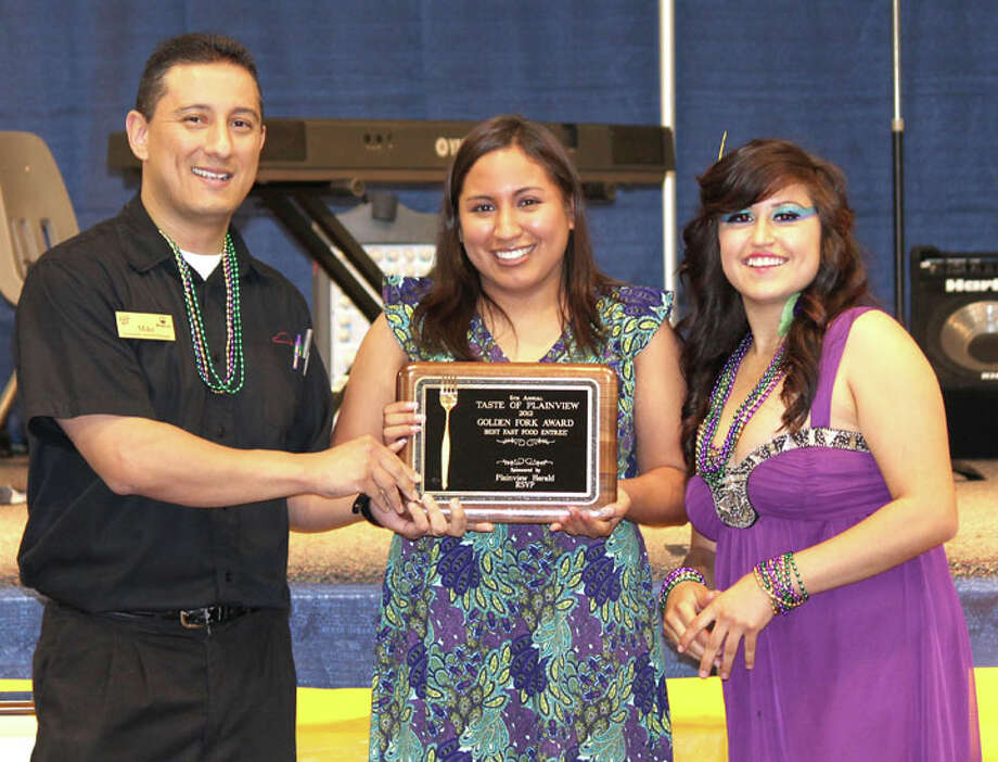 Carmen Ortega/Plainview HeraldPizza Hut was voted Best Decorated Booth and Best Fast Food. Representing the restaurant are manager Mike Mendoza (left), Patricia Almanzana and Melissa Ferrero.