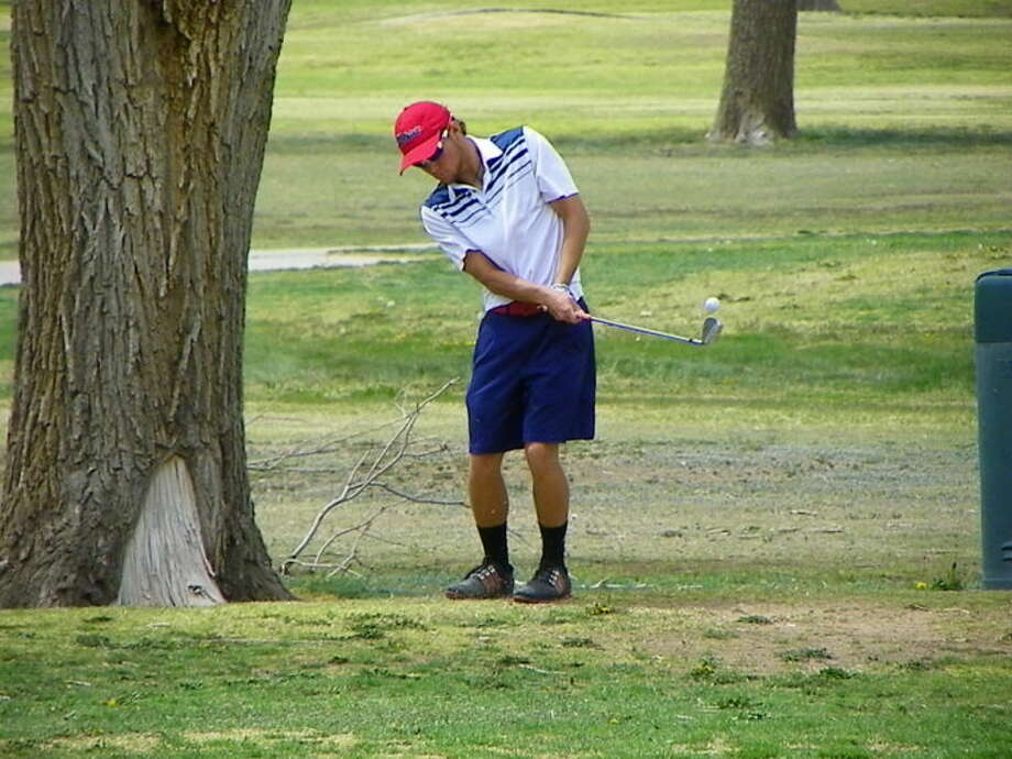 Plainview junior Thomas Wirth chips to the green during the third-round of the 4-4A district championship in Plainview. Photo: Betsy Lewis For Plainview Herald
