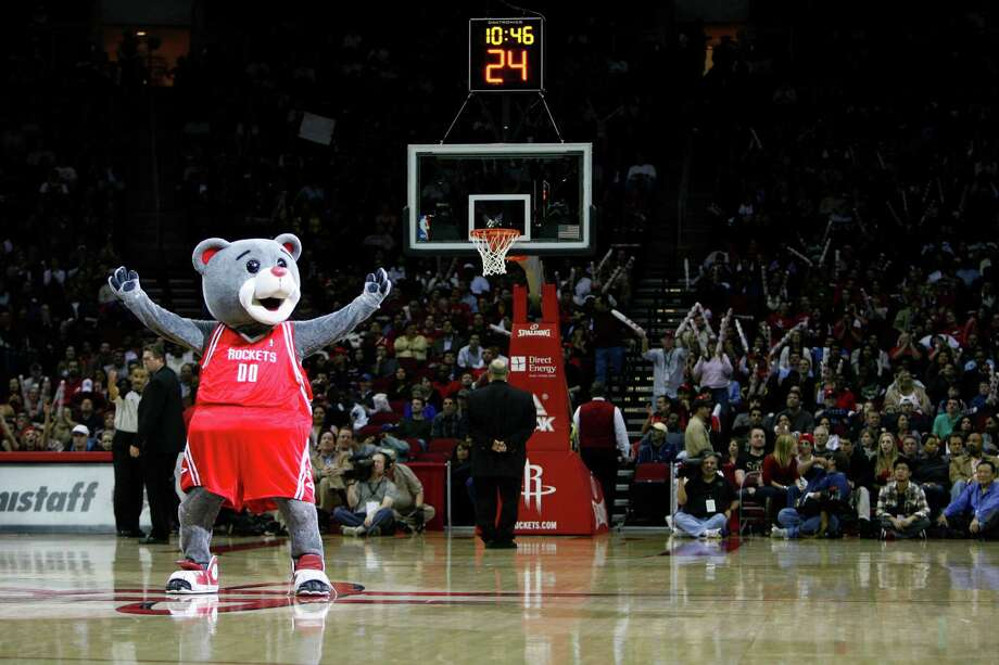 """Clutch the Bear, aka Robert Boudwin, was named the NBA's first """"Mascot of the Year"""" in 2005. Photo: Johnny Hanson, Staff / Houston Chronicle"""