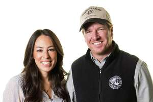 "In this March 29, 2016 photo, Joanna Gaines, left, and Chip Gaines pose for a portrait in New York to promote their home improvement show, ""Fixer Upper,"" on HGTV. (Photo by Brian Ach/Invision/AP)"