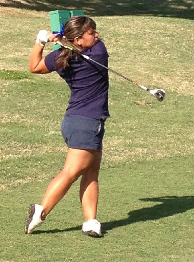 Wayland Baptist golfer Nathalia Valencia shoots for the green during Monday's first day of SAC championship. Photo: Wayland Baptist University