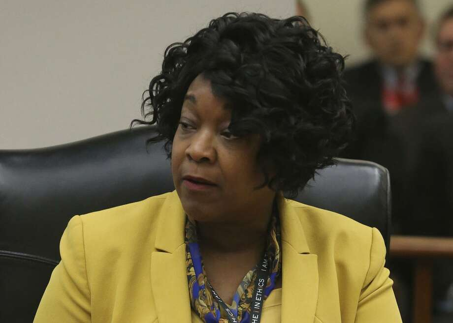 The board of CPS energy The board on Monday gave President and CEO Paula Gold-Williams a $290,000 bonus for her performance as interim CEO last year on top of a base pay of $445,000, giving her a 10.5 percent raise in total compensation. Photo: John Davenport /San Antonio Express-News / ©San Antonio Express-News/John Davenport