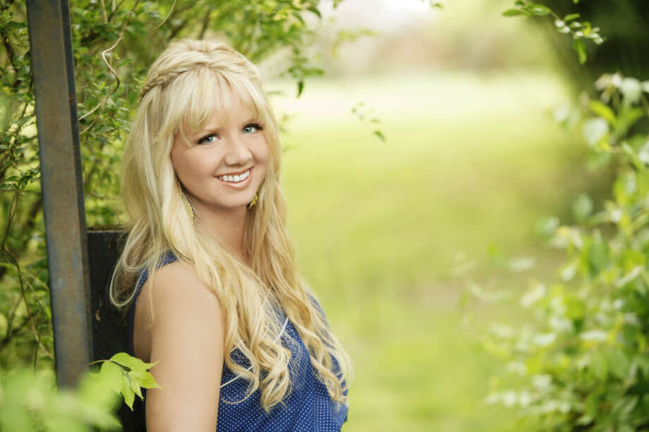 Country artist Mary Fletcher takes steps toward stardom as she releases her first original album on July 13. Photo: Courtesy Photo