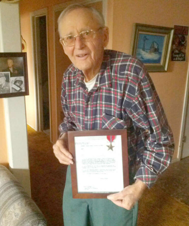 Plainview resident Claude Pruett displays his Bronze Star, which he earned as a combat medic during the European campaign of World War II. Photo: Homer Marquez/Plainview Herald