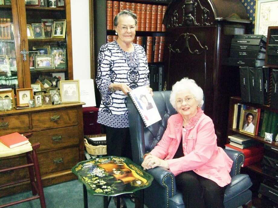 "Nicki Bruce Logan/Plainview HeraldRamona Roberts (right) submitted Louise Harper'spapers, including her book,"" The Changing Role of Women in WorldWar II,"" to the Southwest Collection at Texas Tech University. Thebook is a compilation of columns Harper wrote for the Heraldhighlighting Plainview women and their experiences during thewar."