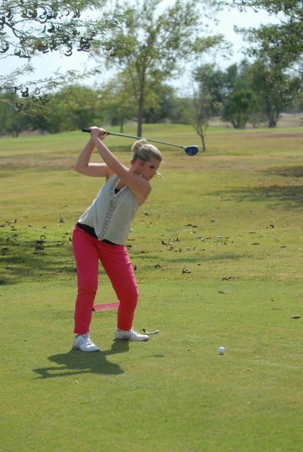 Plainview sophomore Colby Snipes gets ready to send a missile down the fairway during a recent Lady Dog golf practice. Photo: Homer Marquez/Plainview Herald