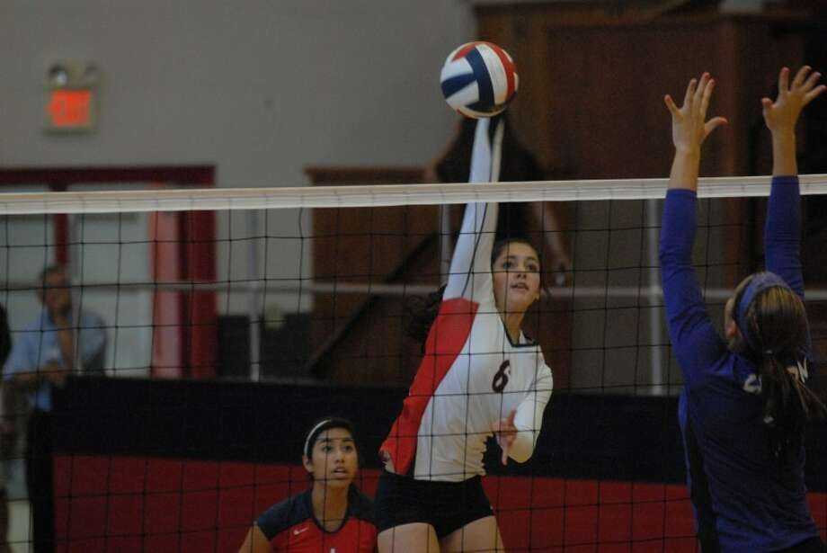 Lady Dog Karli Wheeler goes for the kill during Plainview's recent match against Canyon's ladies. Photo: Homer Marquez/Plainview Herald