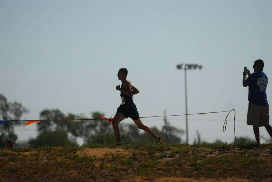 Plainview freshman Jarel Rosas leads the pack at a recent cross-country meet. Photo: Homer Marquez/Plainview Herald