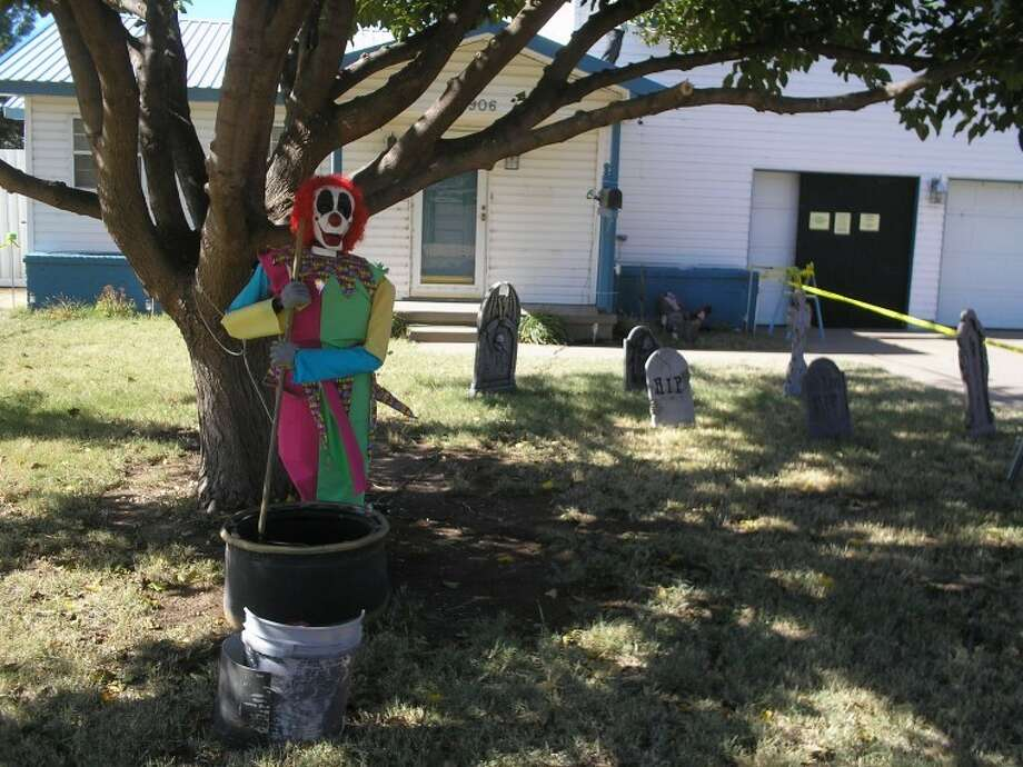 Halloween yard work at 906 South Austin Photo: Courtesy Photo