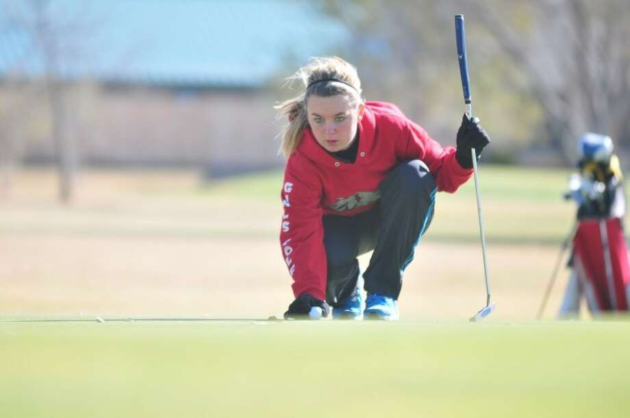 Plainview Lady Bulldog Mikka Jenkins lines up a put during the Plainview Triangular held at Plainview Municipal Golf Course on Saturday. Jenkins shot a 102. Photo: Ryan Thurman/Plainview Herald