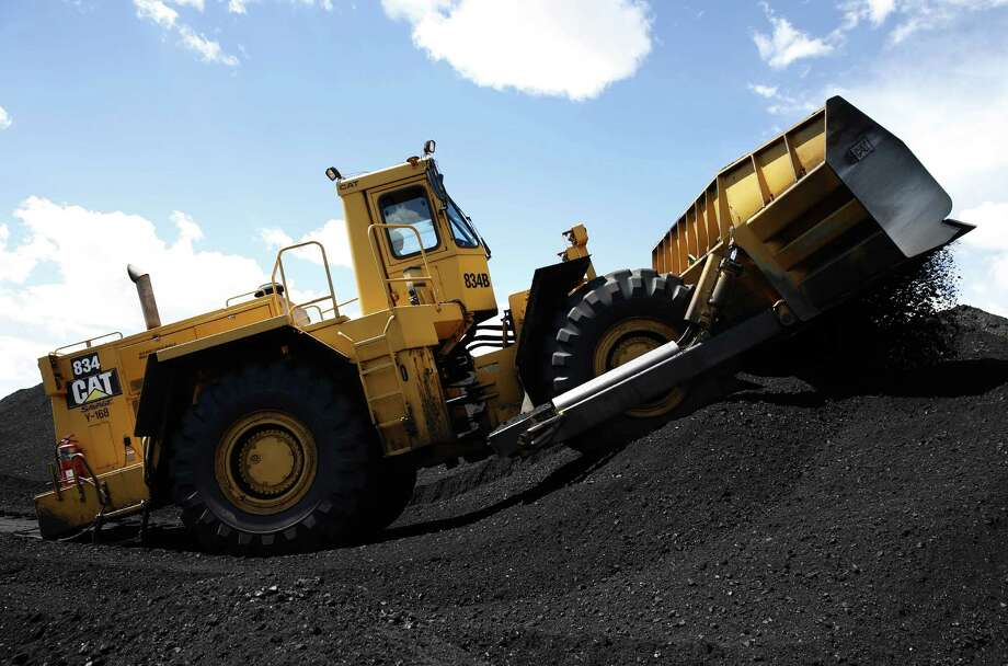 Caterpillar sales dropped in all regions, with North American sales down mostly because of lower end-user demand for construction, low oil prices and continued declines in mining. Photo: George Frey /Bloomberg News / © 2016 Bloomberg Finance LP