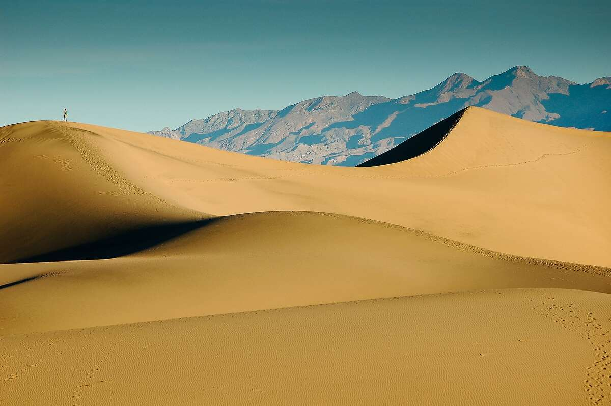 Jean Pierre Marquant began his circular route at Stovepipe Wells near the classic Mesquite Flat Sand Dunes (shown).