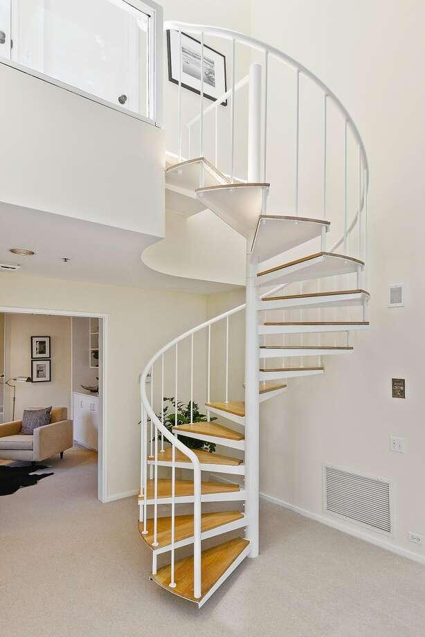 楼梯 613_920 竖版 竖屏